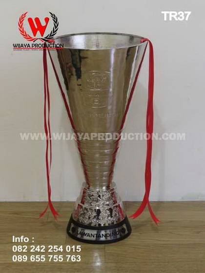 Trophy Bergilir Sepak Bola