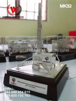 Souvenir Miniatur Tower Telkomsel