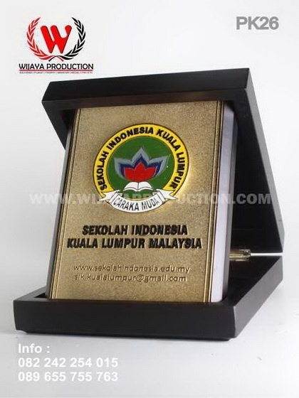 Plakat Kayu Sekolah Indonesia